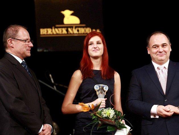 """Ocenění dostal také kytarista David Fiedler, který se stal """"Talentem roku"""". Cenu za něj převzala jeho sestra."""