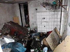 Požár ve sklepě domu po výbuchu kotle.