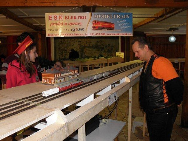Velikonoční víkend zpříjemnila výstava vláčků v klubovně zahrádkářů.