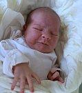 JAN PETR ze Slavného se narodil 19. února 2018 v 10,36 hodin. Chlapeček vážil 4555 gramů a měřil 52 centimetrů. Radují se z něho rodiče Daniela a Josef Petrovi i sourozenci Ema (9 let) a Ota (6 let).