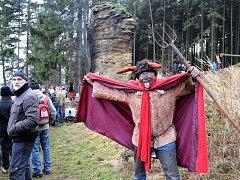 Šestnáct let už je možno vyšlápnout si na Silvestra k Čertově skále nad Suchým Dolem.
