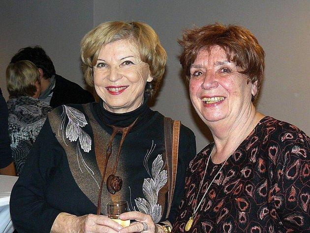 Film Školní výlet se těší účasti hereckých hvězd. Na snímku Libuše Švormová a Miriam Kantorková.