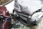 Střet dvou osobních vozidel v Jetřichově.