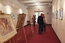 Muzeum Náchodska uspořádalo ve spolupráci se spolkem Apeiron z. s. a Kulturním a informačním střediskem v Hronově výstavu grafik umělce Karla Demela.