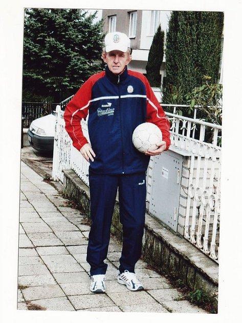 Věrný zůstává Josef Jeníček barvám náchodsko–deštenského týmu, jehož soupravu také hrdě nosí.