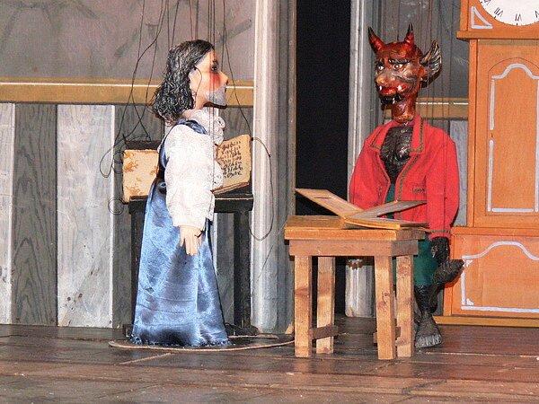 Do Betánie přijel zahrát známý loutkoherec Roman Bedřich Bauer, principál Boučkova loutkového divadla v Jaroměři.