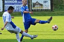DIVIZNÍ fotbalisté Náchoda (v modrém) před týdnem prohráli v Jablonci nad Jizerou, v sobotu mohou své zaváhání napravit doma s Pěnčínem-Turnovem.