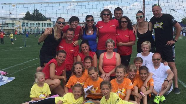 S MLADÝMI volejbalistkami Sport klubu Náchod tentokrát cestovali do Olomouce i jejich rodiče.