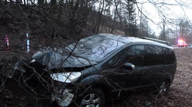 Havárie osobního automobilu v Jetřichově.