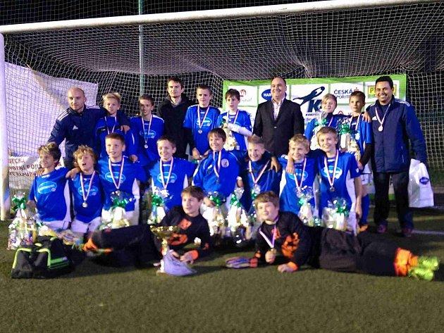 NÁCHODŠTÍ fotbaloví žáci kategorie U13 vyhráli výborně obsazený turnaj, který se navíc uskutečnil na jejich domácí půdě.