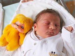 MATIAS MERVART je z Ohnišova. Chlapeček se narodil 28. listopadu 2017 v 0,59 hodin,  vážil 3370 g a měřil 50 cm. Rodiče Monika a Lukáš mají doma ještě šestiletého Tobiáše a jedenáctiletou Adrianu.
