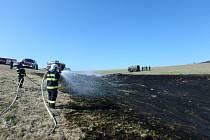 Pálení roští skončilo zásahem hasičů.