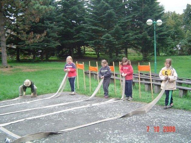 místních dobrovolných hasičů obdržel příspěvek na soustředění mladých hasičů.