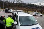 Začátek fungování nového mýtného systému v České republice. Na hranicích v Náchodě-Bělovsi nezpůsobil žádné problémy.