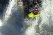 Dobrodružství v divoké přírodě, extrémní zážitky a obdivuhodné sportovní výkony.
