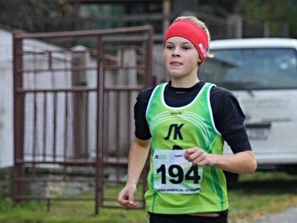 Adéla Sádlová překonala na trati 300m halový rekord novoměstské Jany Cvikýřové.