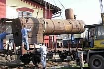 Na snímku vyvázání kotle historické parní lokomotivy Conrad Vorlauf z roku 1873.