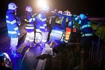 K NEHODĚ DVOU OSOBNÍCH AUTOMOBILŮ došlo v sobotu večer po osmé hodině u obce Nahořany na Náchodsku.
