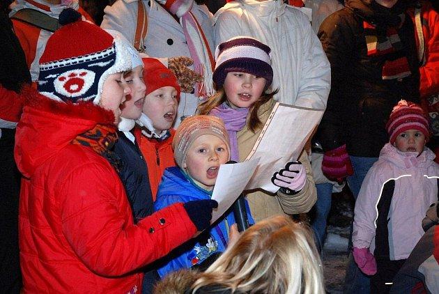 Vánoční atmosféru navodily ve Velkém Poříčí děti z MŠ a ZŠ.