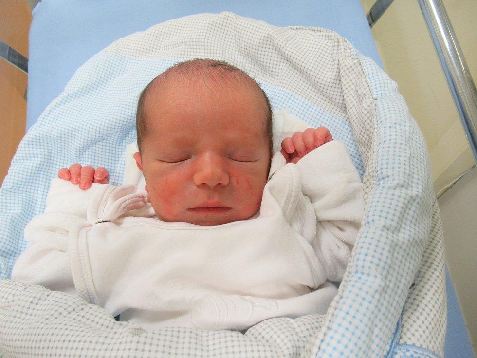 Matouš se narodil ve čtvrtek 2. dubna 2020 v 10:08 hodin a jeho míry byly 3,28 kg a 47 cm.