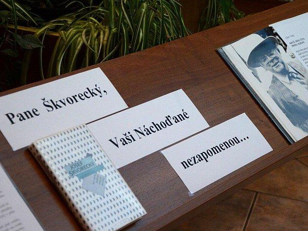 Vzpomínka na Josefa Škvoreckého v náchodské knihovně.