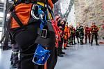 Nové výcvikové středisko záchranářů pro akce ve výšce a nad volnou hloubkou otevřeli ve Velkém Poříčí na Náchodsku. Lezecký polygon za 57,3 milionu korun vznikl ve zmodernizovaném areálu Učiliště požární ochrany (UPO) Velké Poříčí.