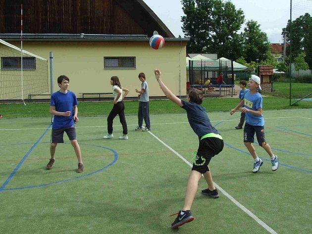 NA TŘETÍ ročník Turnaje základních škol Novoměstska dorazilo více než sedmdesát dětí.
