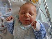 TOMÁŠ MAREK z Náchoda potěšil svým příchodem na svět rodiče Báru Grundzovou a Tomáše Marka i sestřičku Karolínku. Narodil se 17. dubna 2017 ve 21.25 hodin, vážil 3880 g a měřil 50 cm.