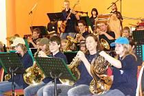 Big Band  Základní umělecké školy v Polici nad Metují hrál zejména filmové melodie.