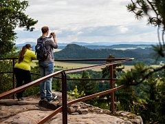 Turisté v Adršpašsko-teplických skalách