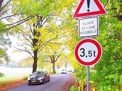 Silnice mezi Chvalčí a Adršpachem