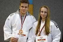 BRONZOVÍ dorostenečtí závodníci SKP Judo Náchod Daniel Krsek a Tereza Kolínová.