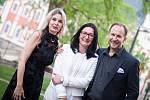 Iinterpreti koncertu s ředitelkou festivalu Terezou Kramplovou (uprostřed).