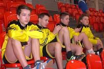 Mladí nohejbalisté Zbečníka získali na Mistrovství České republiky trojic stříbrné medaile.