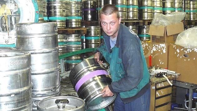Pivovaru Holba, který je jedním ze zájemců o koupi náchodského pivovaru, se nelíbí způsob výběrového řízení na jeho prodej.