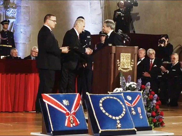 Státní vyznamenání získal ředitel Oblastní charity Červený Kostelec