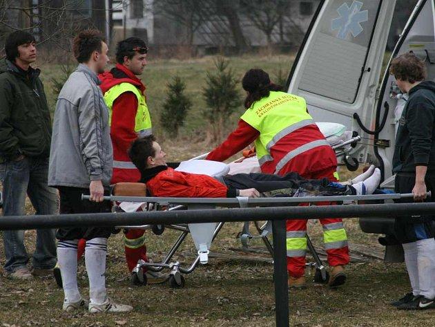 Test červenokosteleckým fotbalistům moc nevyšel. Sice zdolali Českou Skalici, přitom však přišli o dva hráče, přičemž Martin Janko musel podstoupit operaci zlomené nohy.