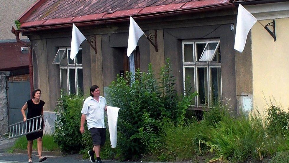 Centrum města a blízké okolí bylo svědkem happeningu nejmladší generace umělců vedených malířem, vysokoškolským pedagogem, členem skupiny Rafani Luďkem Rathouským.