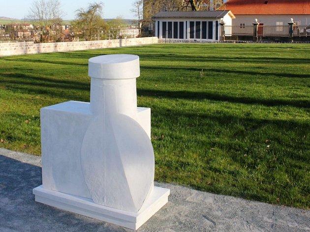 TVAR PŘEDCHÁZÍ PROSTOR. Výstava Moniky Immrové je k vidění v Galerii Dům v areálu zahrady broumovského kláštera.