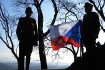 U pomníku v Dobrošově uctili Den válečných veteránů.
