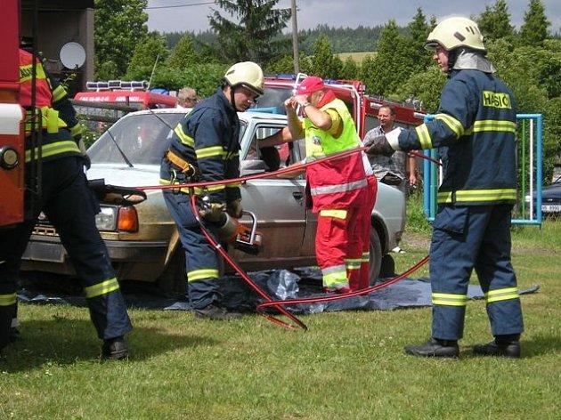 Oslavy hasičů v Hejtmánkovicích.