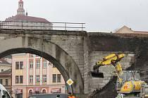 """Oprava viaduktu """"U Bílé růže"""" v Náchodě."""