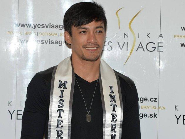 Nejkrásnější muž planety Neil Perez z Filipín.