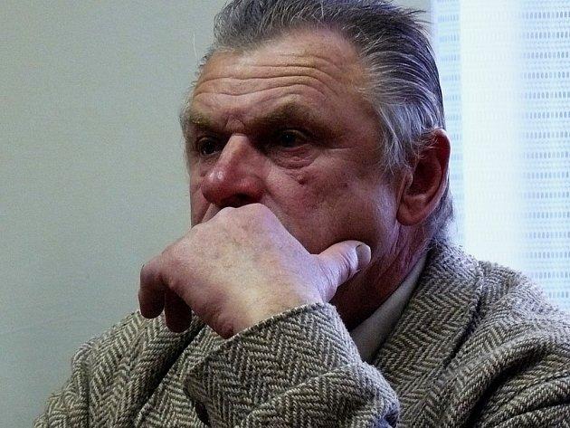 Jaroslav Čížek, pisatel pomlouvačného článku, se musí omluvit. Rozhodl o tom krajský soud.
