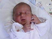 ELLA MATOUŠOVÁ z Teplic nad Metují je prvním děťátkem šťastných rodičů Denisy a Martina. Holčička se narodila 2. dubna 2017 v 15.01 hodin, vážila 2920 gramů a měřila 47 centimetrů.