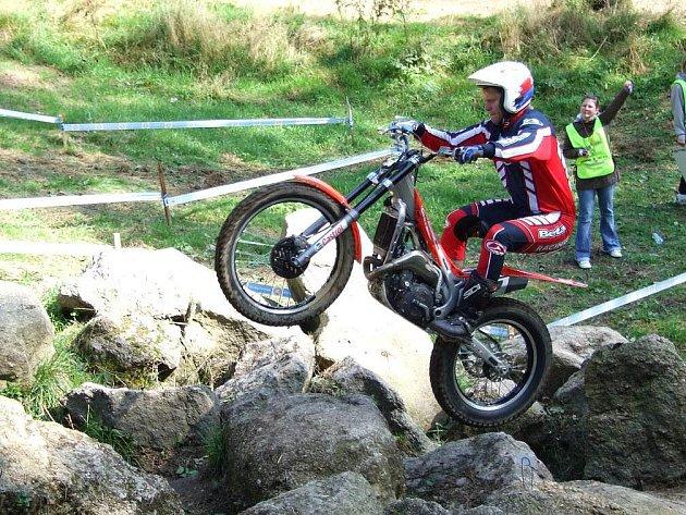 Náchodský trialový jezdec Jiří Svoboda letos bodoval nejen na domácí půdě, ale i v závodě mistrovství Evropy a hlavně se blýskl stříbrem na mistrovství světa družstev.