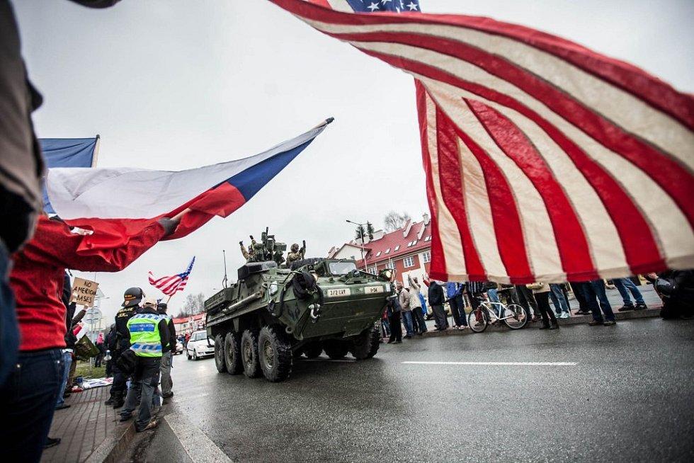 Konvoj americké armády v Náchodě.