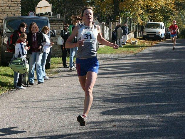 Padesátý ročník Ceny Metuje, Memoriálu M. J. Horáčka v běhu na 10 kilometrů, vyhráli novoměstský Kamil Krunka a Táňa Metelková (na snímku).