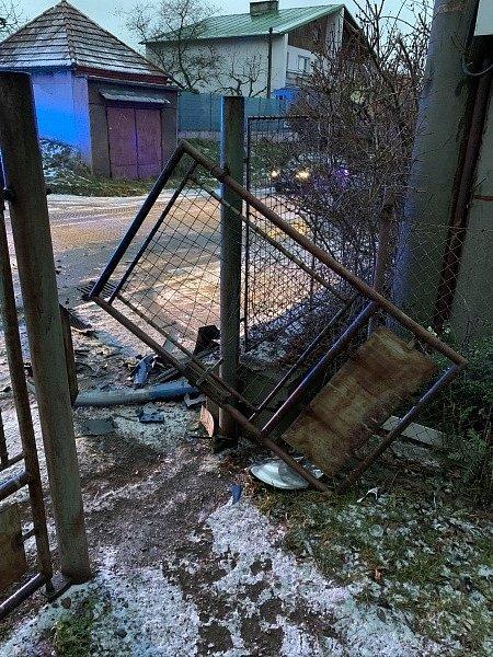 Po nehodě skončil jeden člověk vnemocnici.