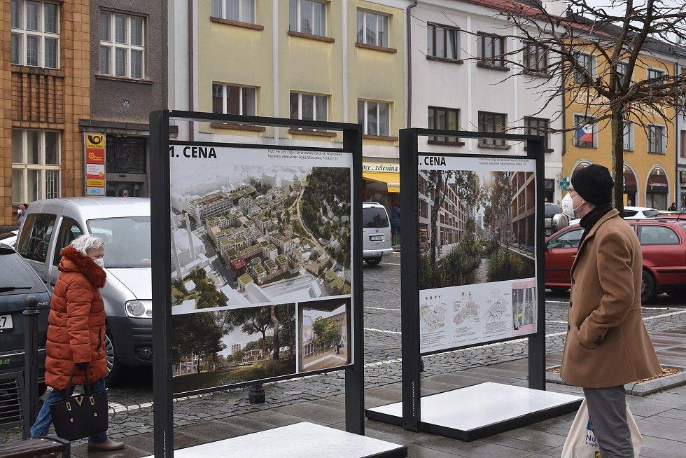 Od středečního dopoledne jsou všechny návrhy které se dostaly do finále vystaveny na velkoformátových panelech na náchodském náměstí.